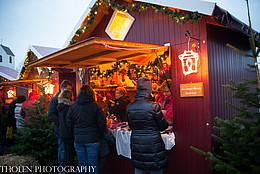 Beleuchtete Weihnachtshütte in Rastede