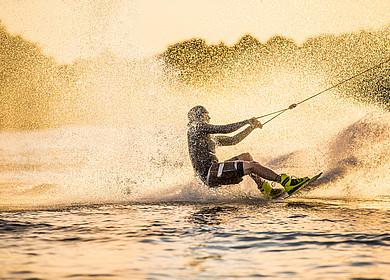 Wasserskifahrer im Beachclub Nethen